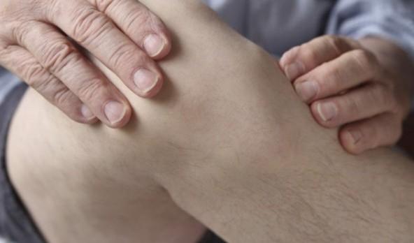 Причины избыточной жидкости в коленном суставе, симптомы и лечение. Причины и лечение жидкости в коленном суставе препаратами и народными средствами