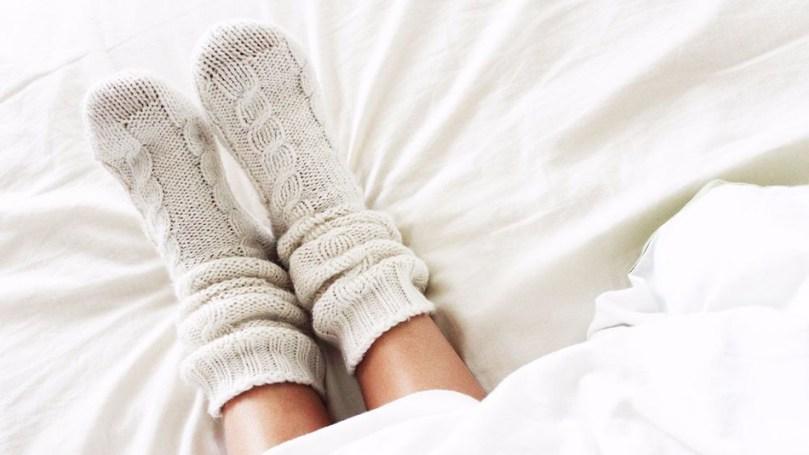 da li je zdravo spavati u carapama