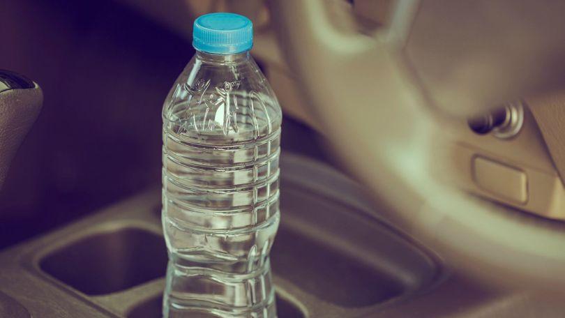 Zašto ne smijemo piti vodu iz plastične boce koja je stajala u autu