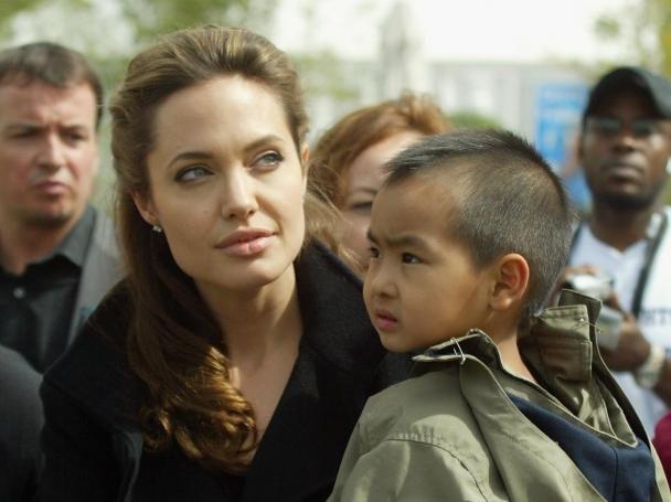 Анджелина Джоли е леворъка