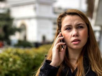 говорене по мобилен телефон