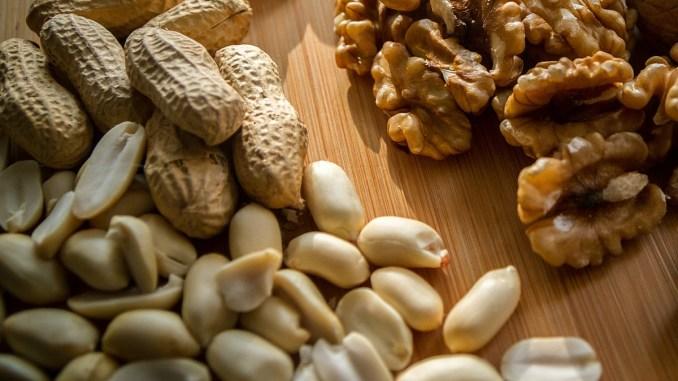 орехи и фъстъци
