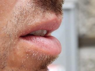 мъжки устни