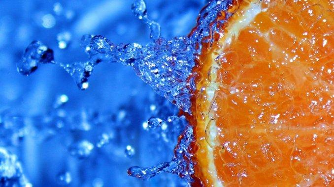 портокал във вода