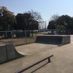 舞浜スケートパークに以前からあるコンクリート製のミニランプ。角度きつめ