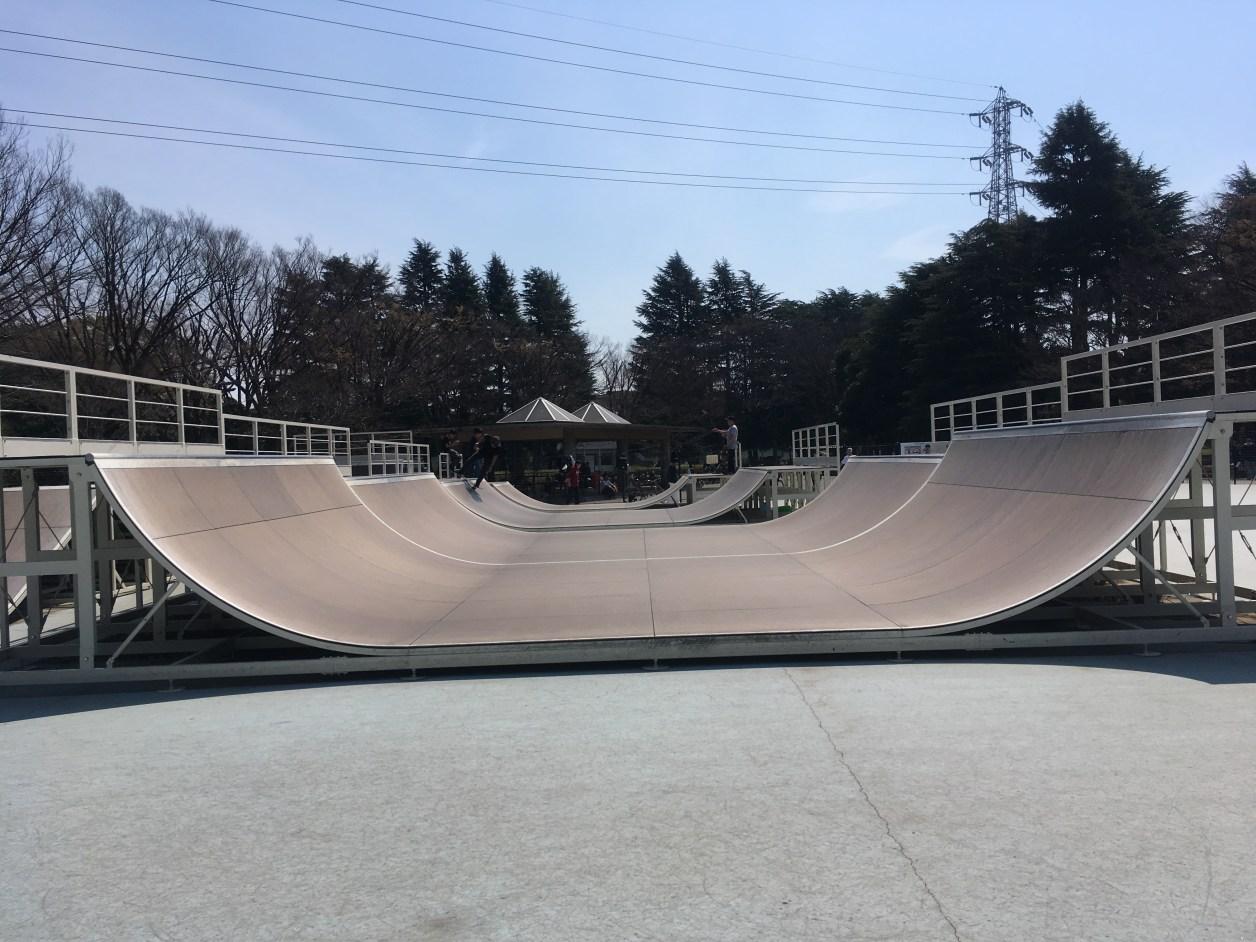駒沢公園スケートパークにある、ボトムが広めにとってある高さが違うミニランプ