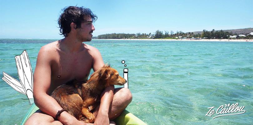 Activité nautique à la saline avec le kayak dans le lagon turquoise