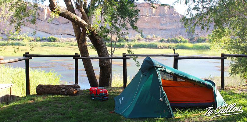 Tests produits sur des accessoires pratiques comme la tente, la douche solaire par Ze Caillou
