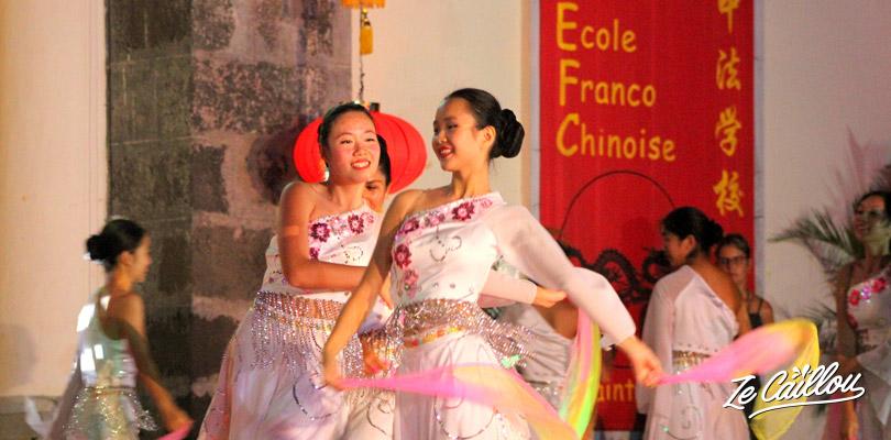 Danse du foulard lors des festivités du nouvel an chinois à la Réunion