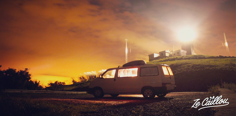 Dormir avec son van au pied du phare de machichaco, près de Mundaka sur la côte nord espagnole
