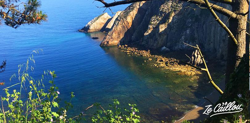 La belle plage del Silencio dans le nord de l'Espagne