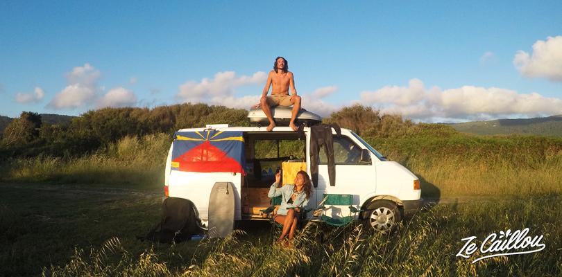 Voyager en van dans le nord du Portugal vers les plages de surf de Afife