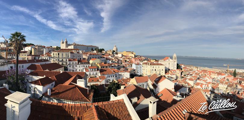 VUe panoramique des toits de Lisbonne en roadtrip au Portugal en van