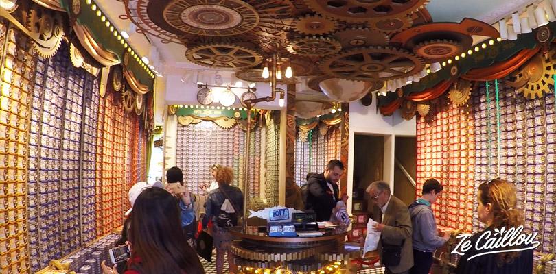 Faire du shopping dans la boutique de boite de sardines à Lisbonne