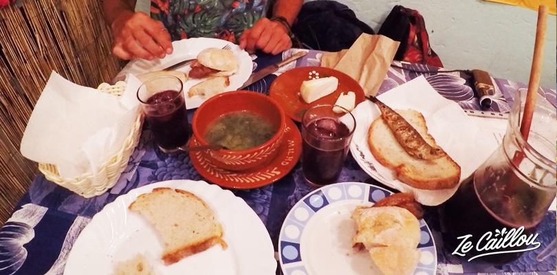 Les spécialités portugaises, sardines, échines de porc, soupe au choux, fromage maison
