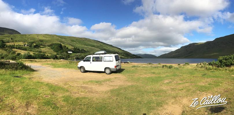 Faire une pause au lac Nafooey dans la région du Connemara, pêche et kayak
