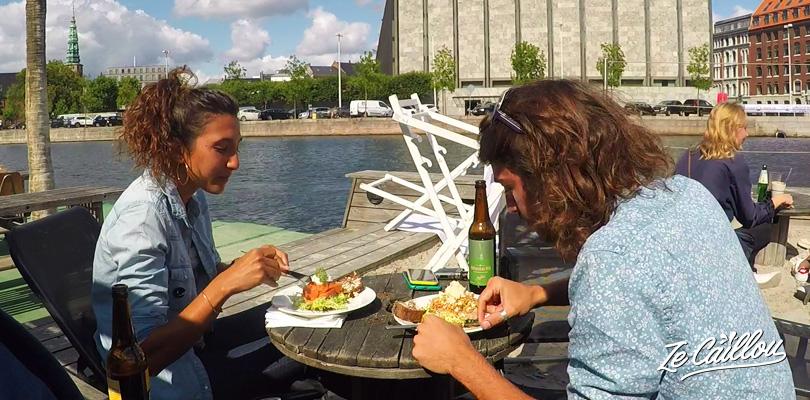 Goûter à la spécialité du Danemark, le smorrebrod, ou la tartine danoise.