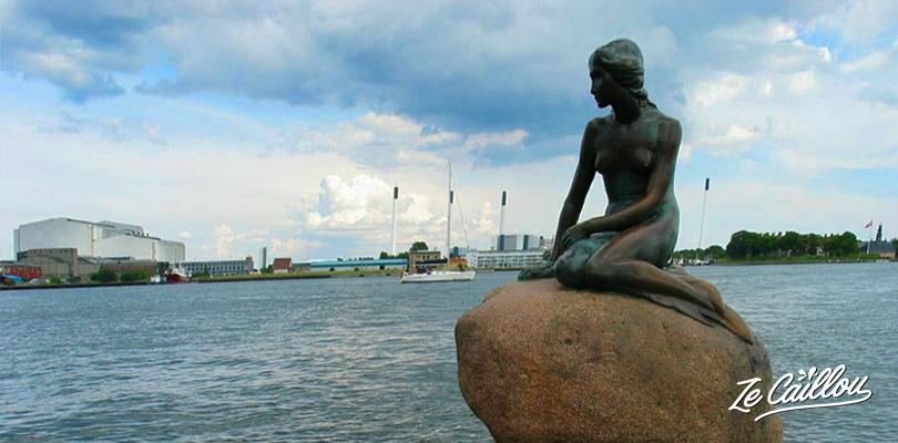 Rendre visite à la petite statue de la petite sirène au Nord de Copenhague au Danemark.