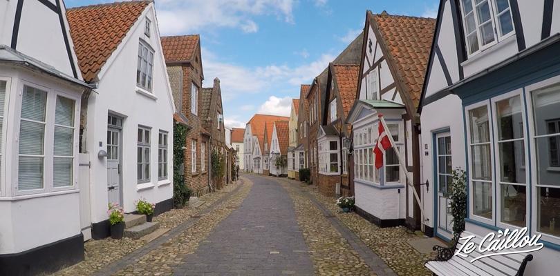 Les ruelles de maisons blanches à Tonder, plus vieille ville du Danemark
