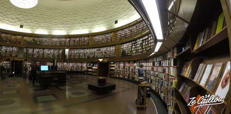 VIsiter la bibliothèque circulaire de Stockholm en Suède.