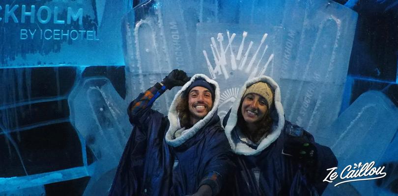 Allez boire un verre glacé en doudoune dans l'icebar de Stockholm en Suède.
