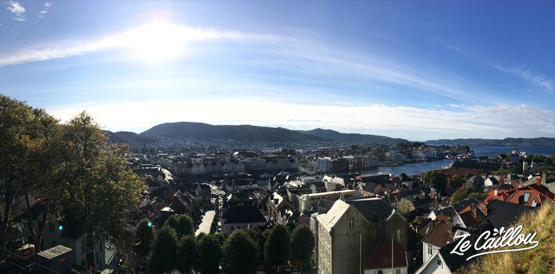 Vue de la ville depuis les grands escaliers du centre ville ou via le téléphérique de Bergen.