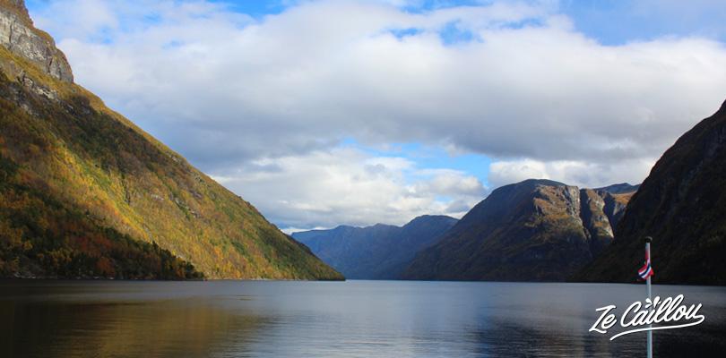 Faire une croisière en bateau sur le superbe fjord de Geiranger en Norvège
