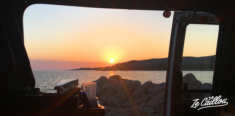 Préparer votre road trip en van en Corse avec le blog de voyage Ze Caillou.
