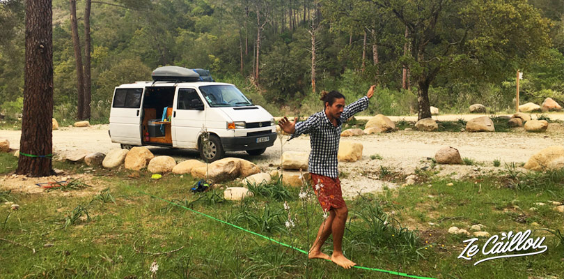 Profitez de super endroits grâce à l'application Park4Night, bien utile lors d'un road trip en van en Corse.