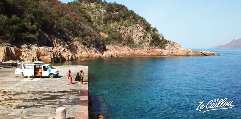 Conseils de voyageurs pour organiser votre road trip en van en Corse.