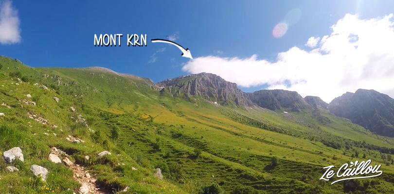 Depuis le parking, vous pouvez bien voir les sommets des monts KRN et Batognica.