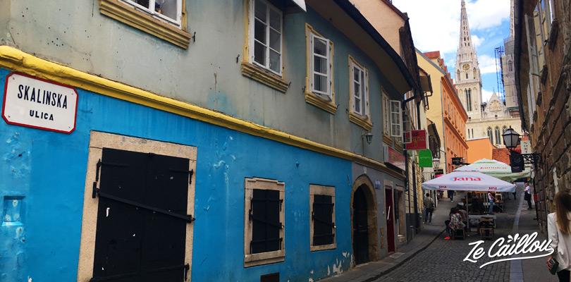 Visiter les ruelles colorées de Zagreb proche du marché Dolac et la Kaptol square.
