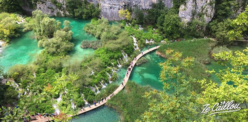 Découvrir le magnifique site de Plitvice, ses lacs turquoise et cascades incroyables.