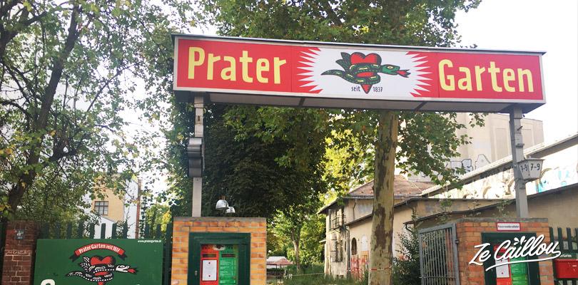 Vous venez découvrir Berlin en van ? Allez boire un verre au 1er beer garden de Berlin !