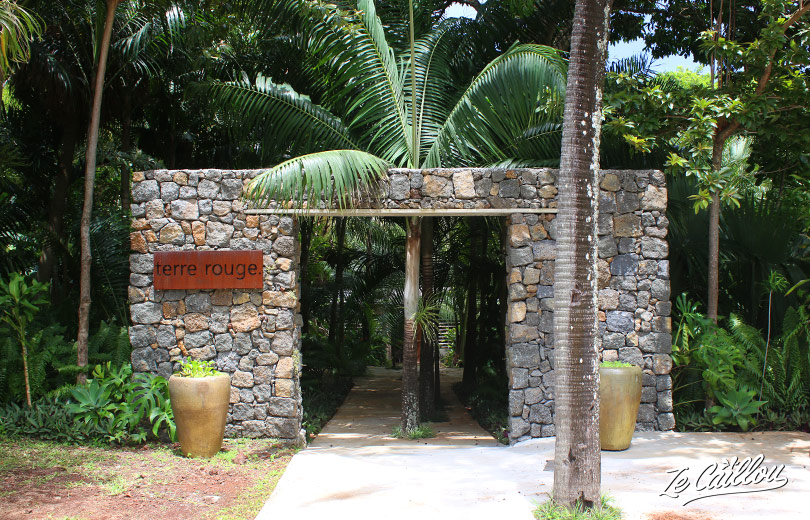 The entrance of this hotel in Terre Rouge, Vincendo, Saint-Joseph, wild south of La Reunion.