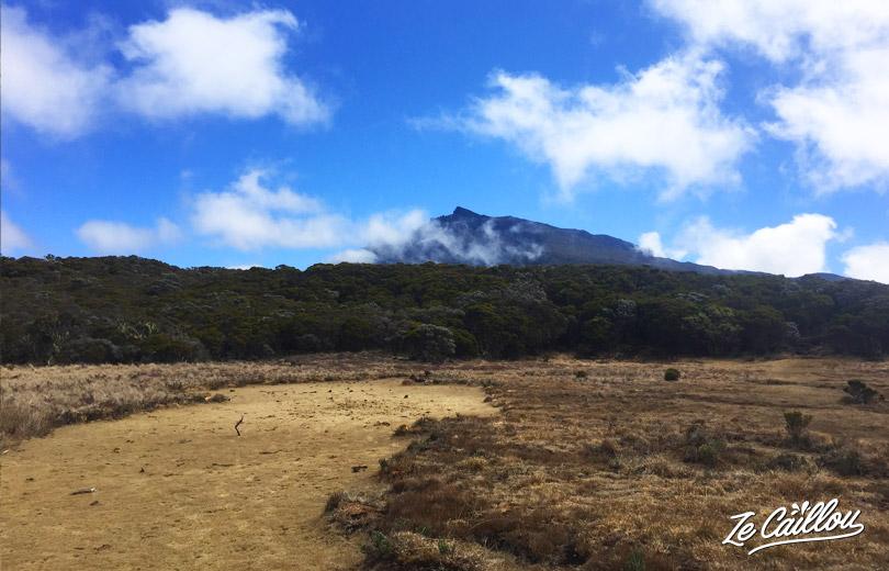 Cilaos Bourg Murat, la vue sur le Piton des Neiges depuis le sentier du Kerveguen vers la Plaine des Cafres.