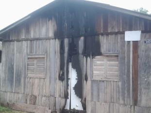 casa de dona carmelita destruida pelo fogo
