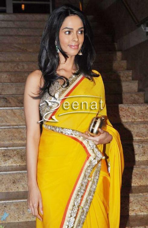 Mallika Sherawat In Traditional Saree Zeenat Style