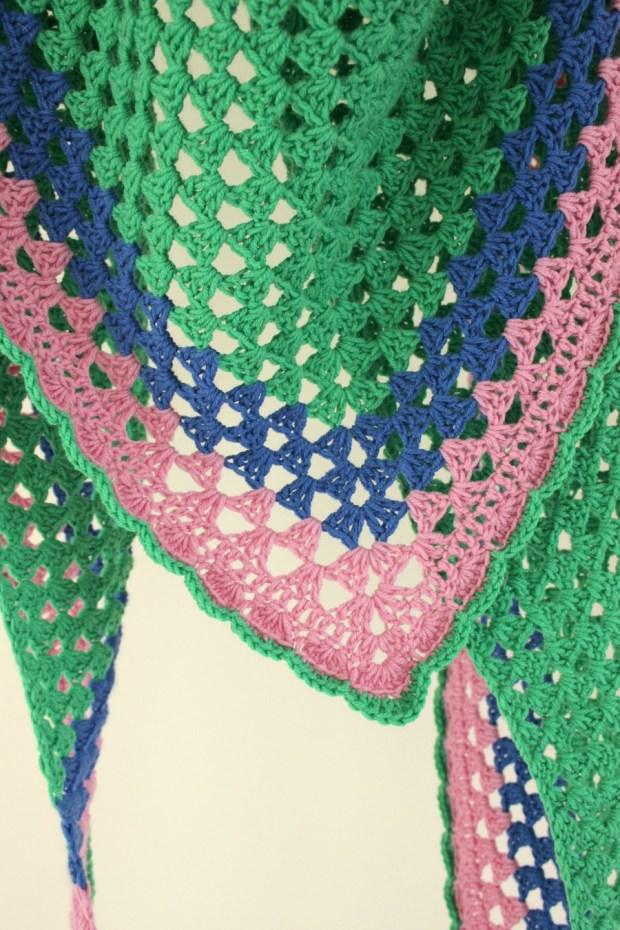 A really simple crochet granny shawl. Free pattern.