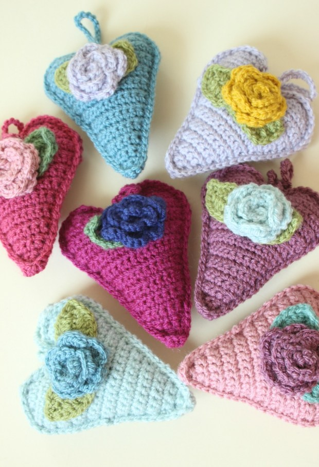 Crochet hearts with roses.