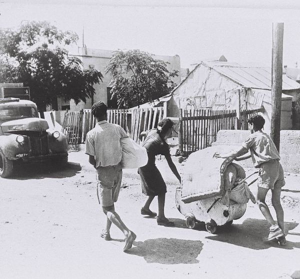 פליטים יהודים בורחים מגבול תל אביב יפו