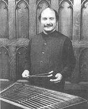 פרופסור זאב פלדמן מנגן על צימבאל