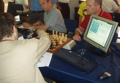משחק שחמט בין מחשבים