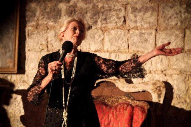 אביבה מרקס כאלמה מאהלר צילום: נועם מושקוביץ' (באדיבות התיאטרון הקאמרי)