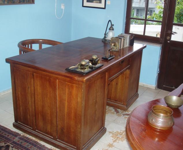שולחן העבודה של ביאליק (צילום: זאב גלילי)