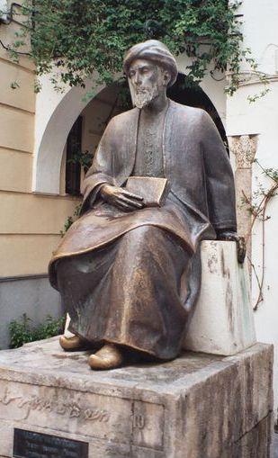 גם הוא היה מרוקאי.  פסל הרמבם בקורדובה ויקישיתוף