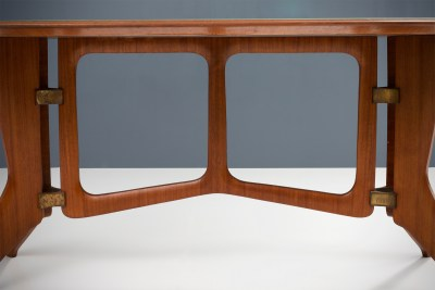 Sculptural Diningtable in solid Teak and B