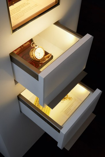 Drawers_with_Exhibits-2