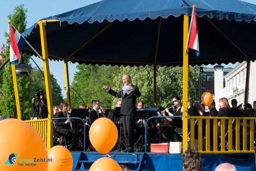 121ste Aubade, door het Koninklijk Zeister Harmonie Muziekgezelschap voor het nieuwe stadhuis.