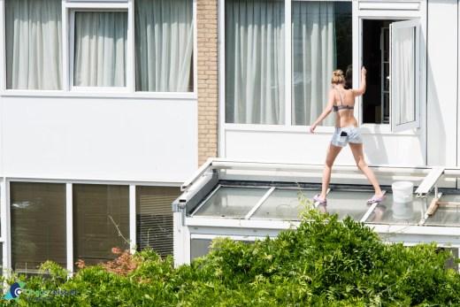 Kapriolen om het serre dak te reinigen